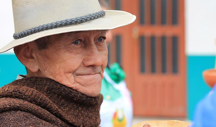 APOYANDO A LA POBLACIÓN MAYOR DE COLOMBIA – JAIME ESPARZA